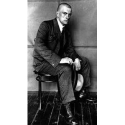 Majakovskij seduto