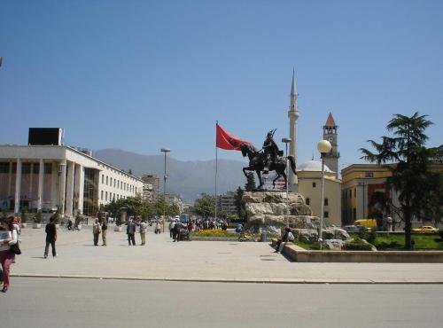 Besnik Tirana_Skenderbeu