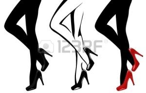 gambe-delle-donne-indossano-i-tacchi-alti