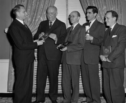 wallace-stevens-riceve-un-premio-1951.j