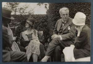 walter_de_la_mare_bertha_georgie_yeats_nc3a9e_hyde-lees_william_butler_yeats_unknown_woman_by_lady_ottoline_morrell
