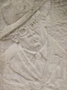 Monumento a Lorenzo Calogero, di C. Pirrotta Melicuccà
