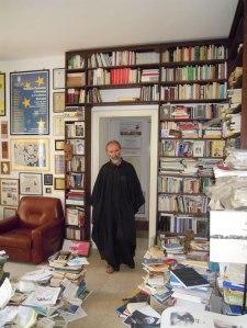 Gezim Hajdari nel suo studio foto di Iris Hjadari