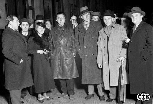 Vítezslav NEZVAL , pí. BRETONOVÁ , André BRETON , Paul ELUARD ,Josef SŠÍMA , Adolf HOFFMEISTER