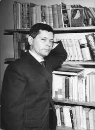zbigniev herbert  con la sua libreria
