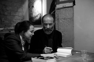 Gezim Hajdari e Laura Toppan (docente all'Università di Lorraine-Nancy 2) durante la presentazione della sua antologia Poesie scelte al Centro Internazionale di Lingua e Cultura Italiana a Parigi, 2008
