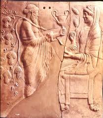 Bassorilievo in terracotta (pinax) del VI secolo a.C. proveniente dalla Magna Grecia, con rappresentazione di Demetra e Dioniso nell'atto di mostrare