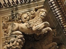 barocco Leone ibrido con volto umano