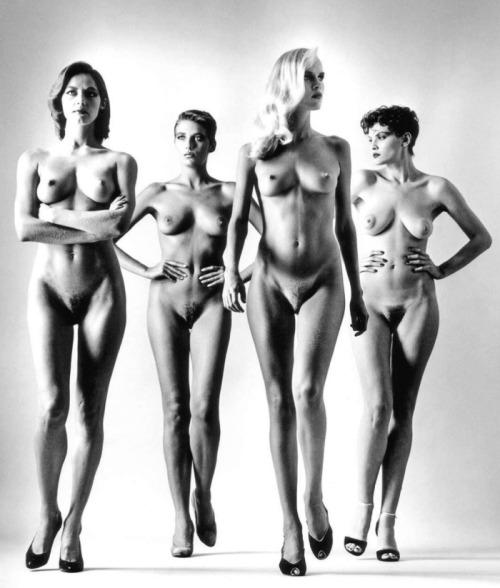 bello Helmut Newton sfilata di nudi