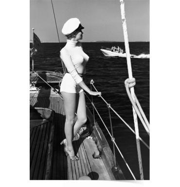 helmut newman Winnie-al-largo-della-costa-di-Cannes 1975