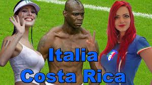 Foto del calciatore Balotelli insieme a due fans del Costa Rica 2013