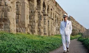 Roma, La grande bellezza fotogramma, Jep Gambardella in cammino a fianco l'acquedotto