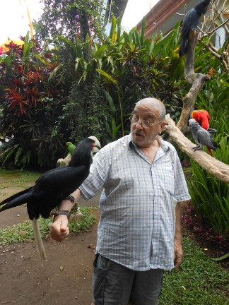 Luciano Troisio con pappagallo