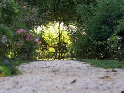 A Rovato, nel castello Quistini, un giardino botanico di diecimila metri quadrati ospita Una collezione con oltre 1.500 varietà di rose
