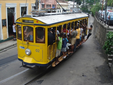 Packed_Rio_tram_02_near_Largo_Guimaraes