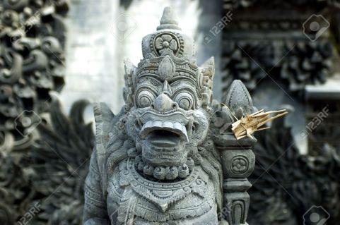 foto Bali Indonesia-Sculture-popolari-collegate-con-indonesiano