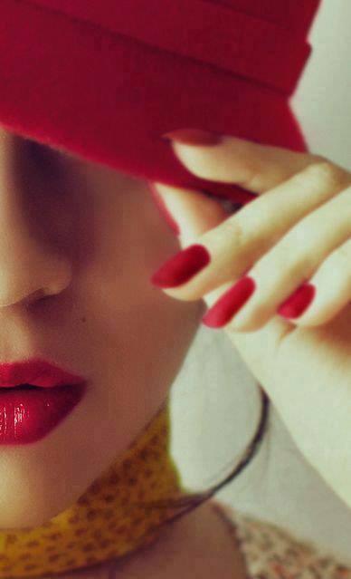 foto volto con berretto rosso