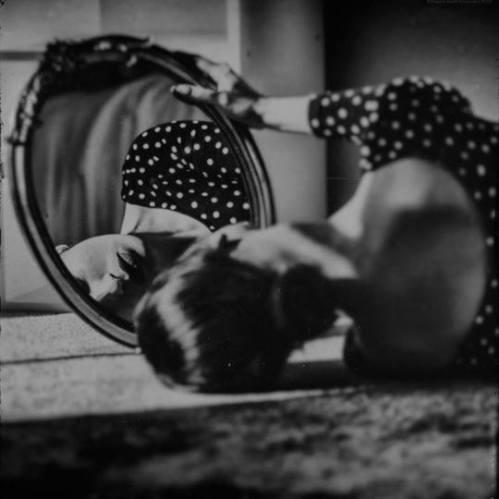 foto allo specchio ovale