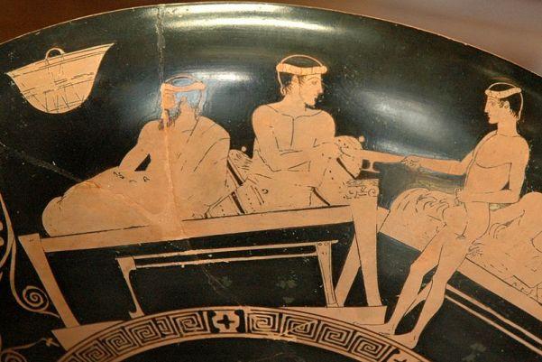 grecia Eveone, Un efebo serve il vino al banchetto. Lato A da una kylix attica