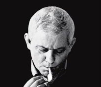 Zbigniew Herbert che fuma