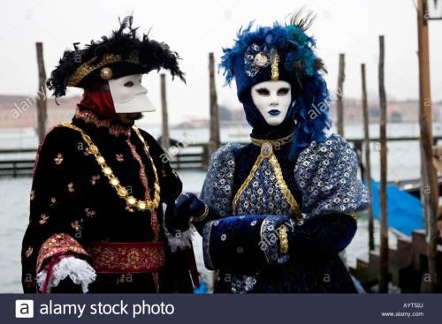 Carnevale due costumi