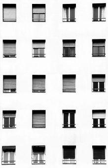 Foto palazzo con finestre