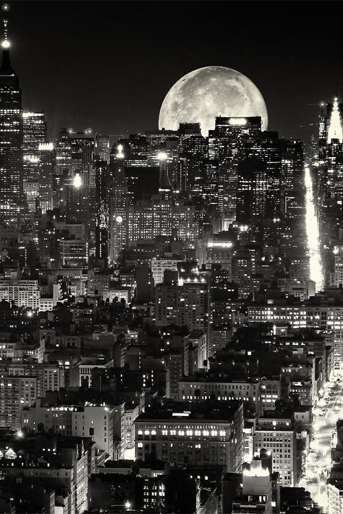 Foto super moon an town