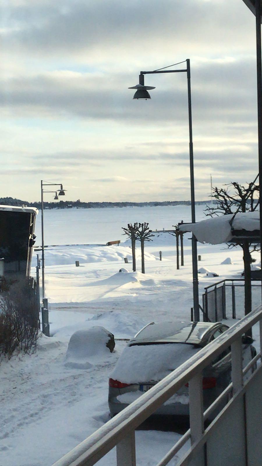 Foto strada con neve