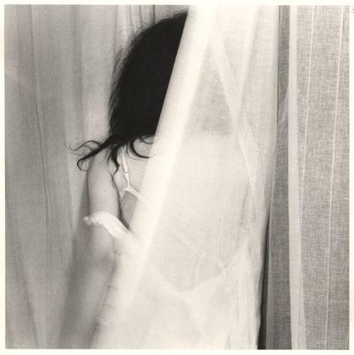 Foto donna tra i veli