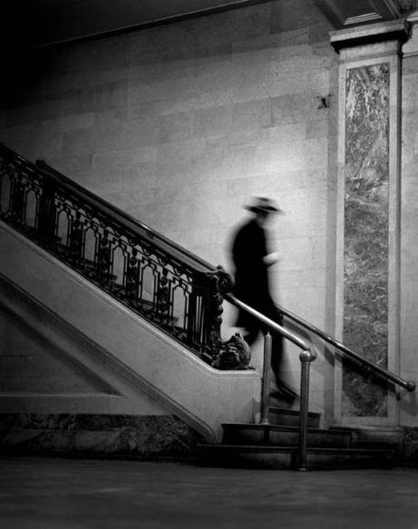 Foto Descending Man, Photo by Jason Langer