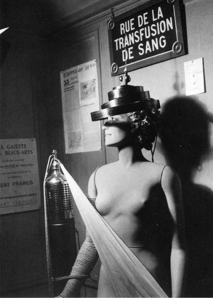 Foto Man Ray Rue de la transfusion de sang
