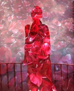 Marina Petrillo figura ringhiera rossa