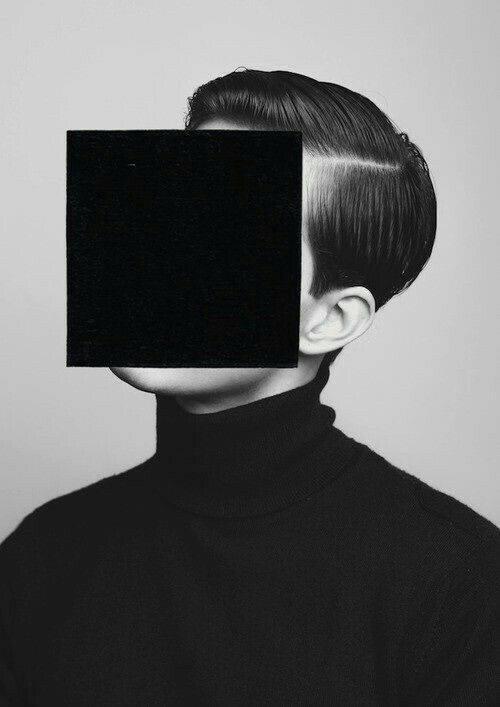 Foto volto con quadrato nero