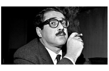 Ennio Flaiano che fuma